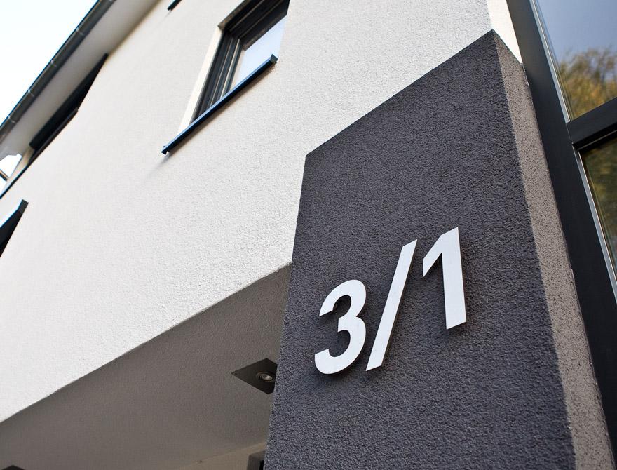 edelstahl hausnummern top hausnummer aus edelstahl cm. Black Bedroom Furniture Sets. Home Design Ideas